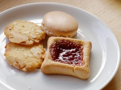 kolači u tanjiru free